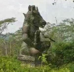 Patung-Lembu-Suro-di-Lereng-Gunung-Gadang-Kediri